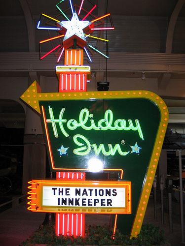 Holiday-inn-classic-sign