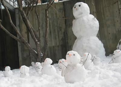 Scared snowmen